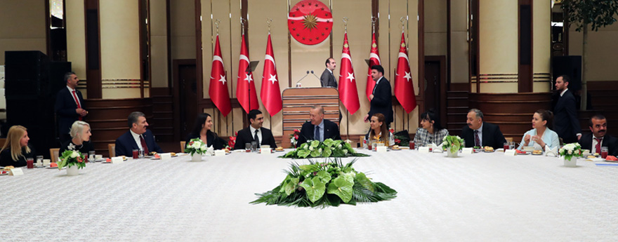 Cumhurbaşkanı Erdoğan, Sağlık Çalışanlarıyla İftarda Buluştu