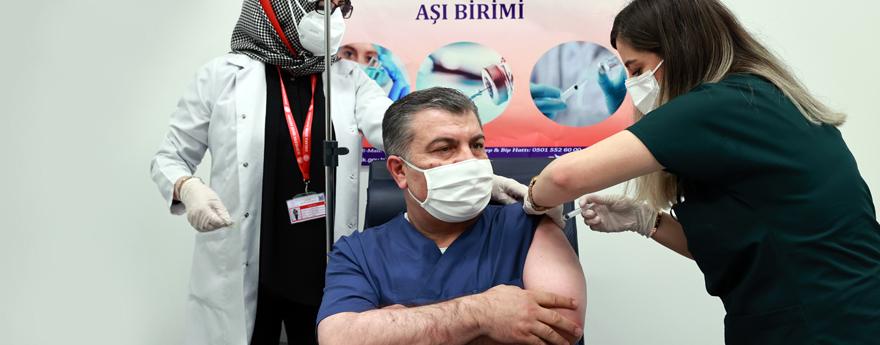 Bakan Koca, Koronavirüs Aşısının 2. Dozunu Yaptırdı